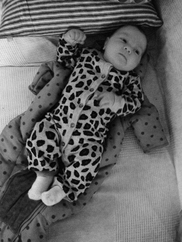 Ella :: 2 måneder